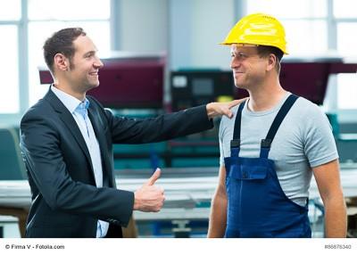 Wertschätzung und Anerkennung von Mitarbeitern durch Führungskräfte sollten zur Kommunikationstrategie eines Unternehmens gehören. (Foto: © Firma V / Fotolia.com)