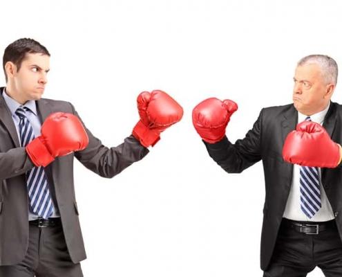 Geschäftsmänner in Boxhandschuhen