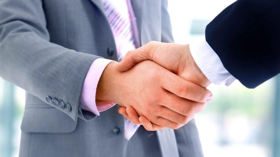 Vertrauen – nicht nur zwischen Geschäftspartnern, sondern auch innerhalb des Unternehmens – ist eine wesentliche Voraussetzung für wirtschaftlichen Erfolg. (Foto: © ASDF_MEDIA / Shutterstock.com)