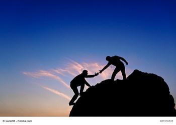 Hilfe und Unterstützung durch die Führungskräfte stärkt die intrinsische Motivation der Mitarbeiter. (Foto: © sezer66 / Fotolia.com)