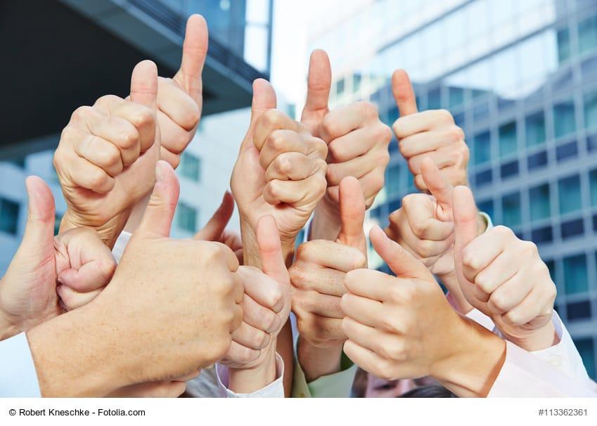 Eine auf Vertrauensbildung ausgerichtete Unternehmensstrategie setzt Potenziale frei und sorgt für eine nachhaltige Identifikation der Mitarbeiter mit ihrem Unternehmen. (Foto: © Robert Kneschke / Fotolia.com)