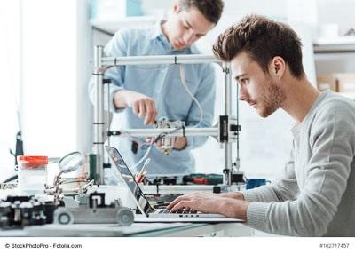 Ingenieure arbeiten in einem Labor