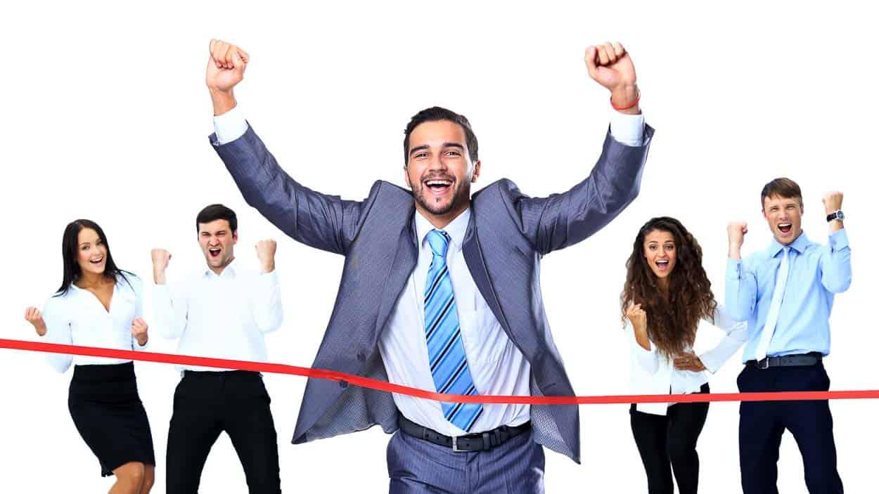 Motiviert zum Ziel: Eine positive Mitarbeiterführung ist nachhaltiger für den Unternehmenserfolg als Druck oder monetäre Anreize. (Foto: © ASDF_MEDIA / Shutterstock.com)