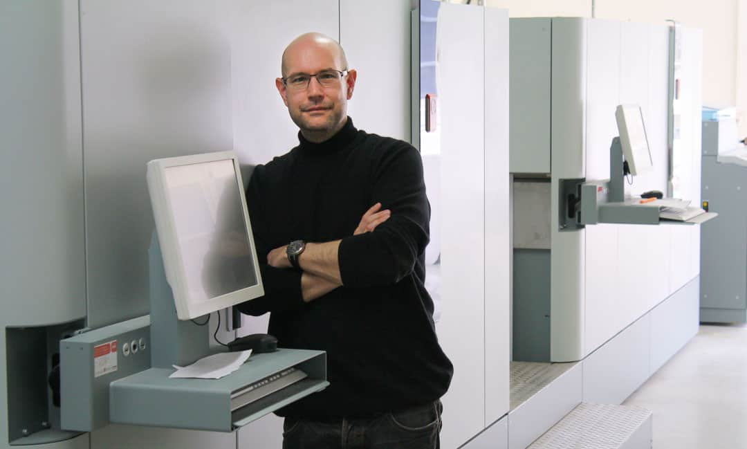 Inkjet-Pionier: Oliver Schimek an der Océ ColorStream 3500 (Foto: © Digital Print Group)