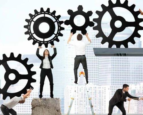 Räder greifen ineinander (Foto: alphaspirit / Shutterstock.com)